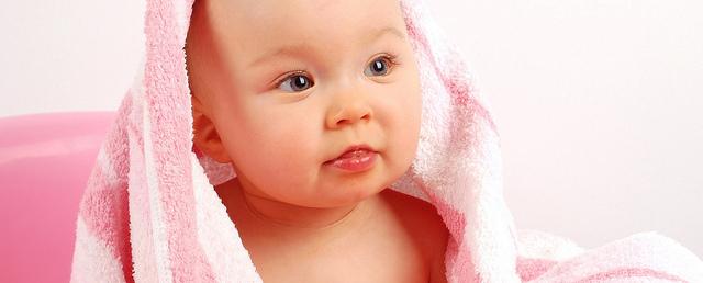 bebelus la baita