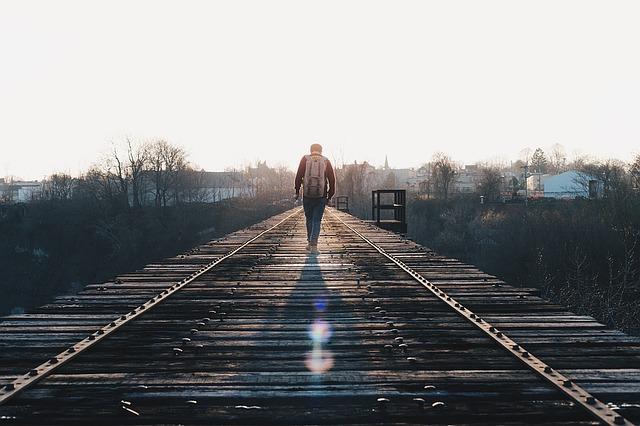 train-tracks-1081672_640