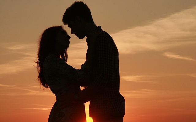 couple-915983_640